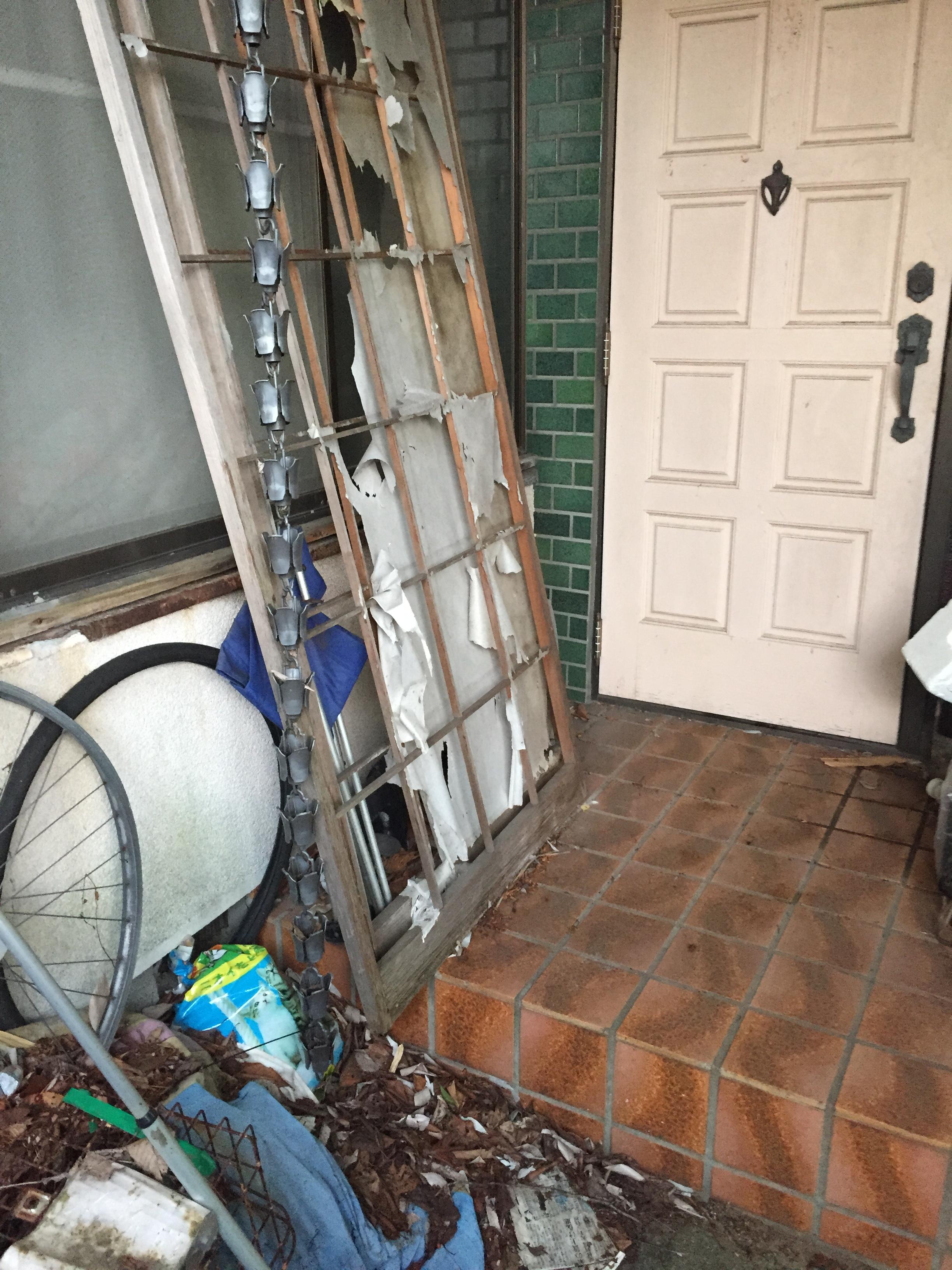 擁壁工事が必要な横浜のごみ屋敷